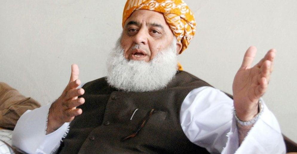 اگست میں استعفیٰ دو ورنہ اکتوبر میں اسلام آباد مارچ ہوگا