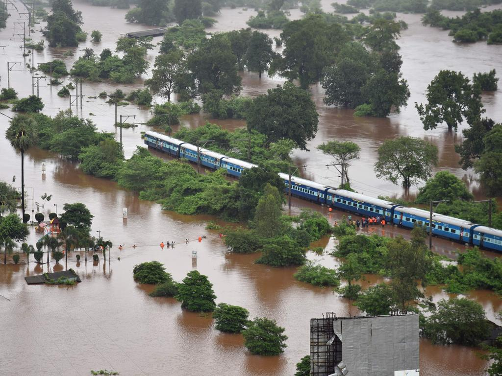 Photo of بھارت:  700 مسافروں کو بچا لیا