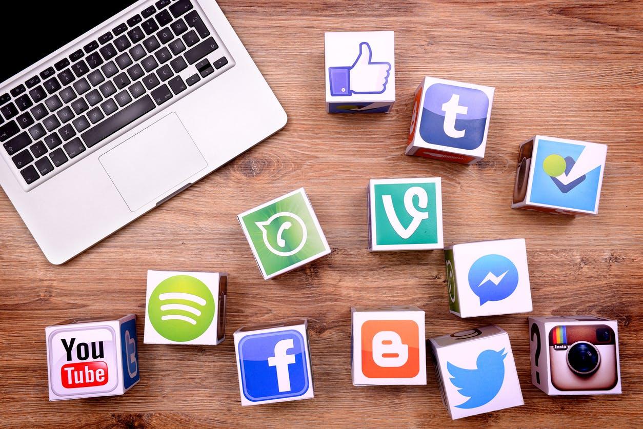 حکومت کو سوشل میڈیا ویب سائٹس بلاک کرنے کی تجویز