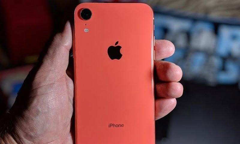Photo of ایپل کا بھارت میں تیار کیا جانے والا آئی فون فروخت کے لیے پیش