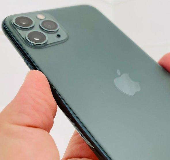 روسی آئی فون صارف نے امریکی ادارے ایپل پر انہیں ہم جنس پرست بنانے کا الزام لگاتے ہوئے