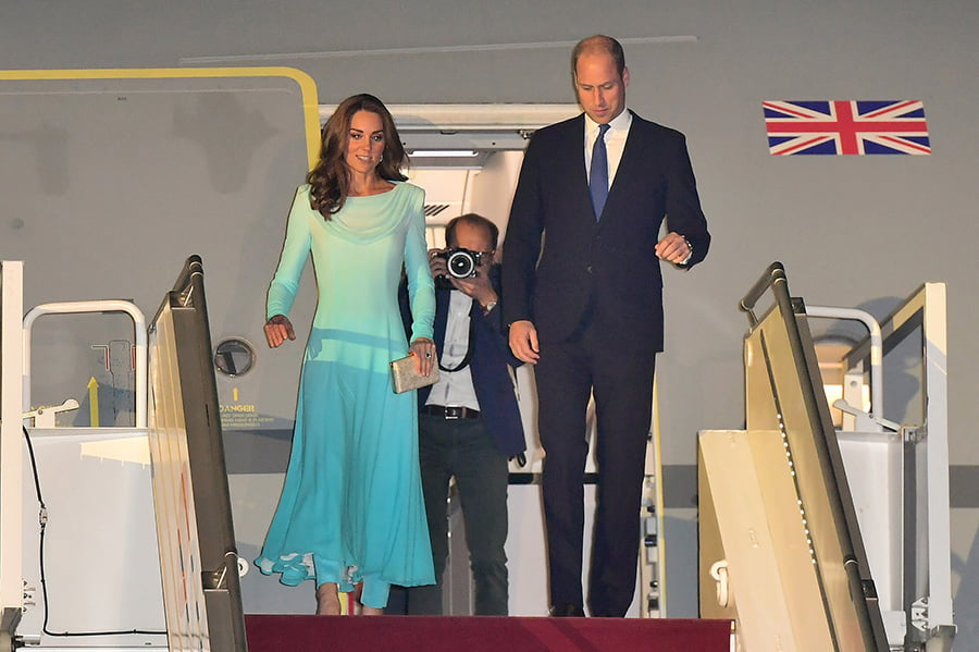 Photo of Kate Middleton and Prince William arrive in Pakistan to start royal tour