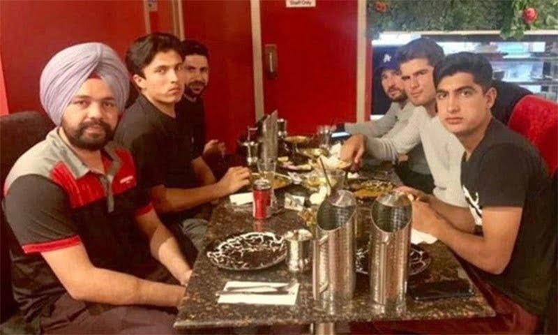 5 پاکستانی کرکٹرز اور بھارتی ٹیکسی ڈرائیور کے جذبہ خیرسگالی کی داستاں